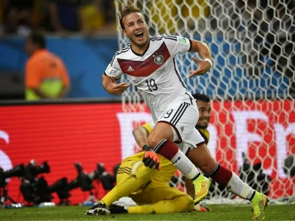 Mario Gotze scores the winning goal for Germany!