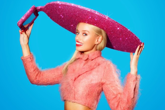 Acer invented the World's very 1st Selfie Hat!!