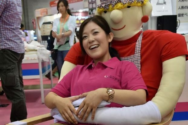 Japanese latest invention – Anti-loneliness Hugging Chair!