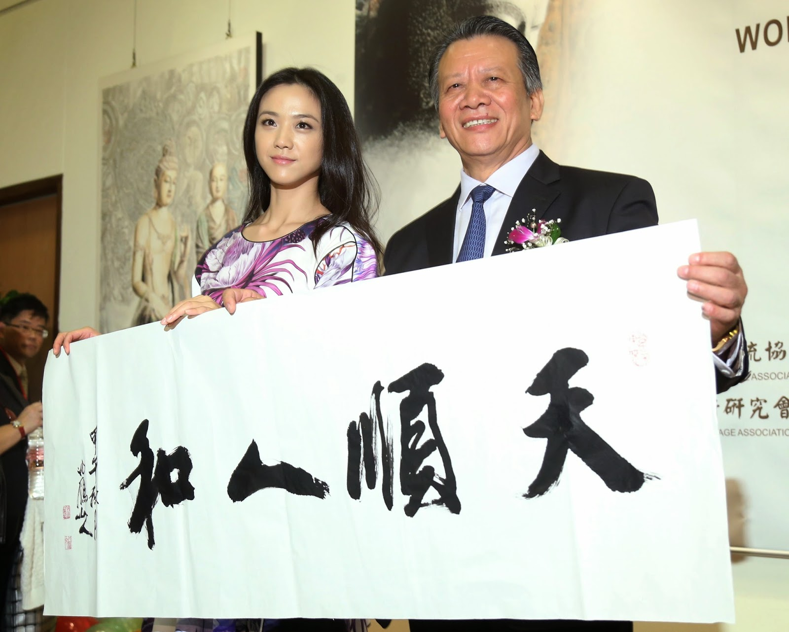 Tang Wei supports her father's exhibition