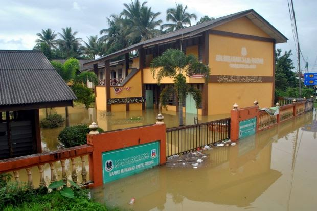2015 school term to open a week later due to floods