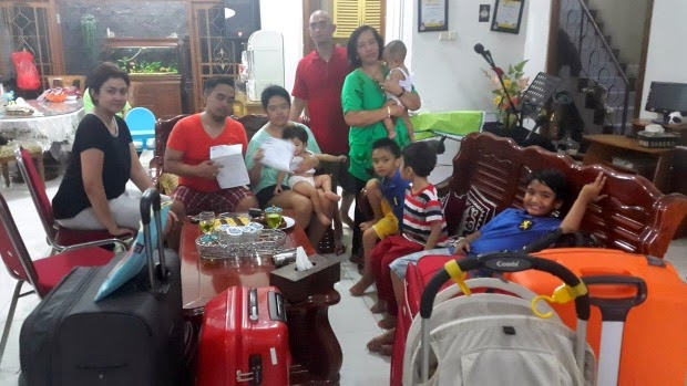 Family of 10 saved from QZ8501 by missing their boarding time