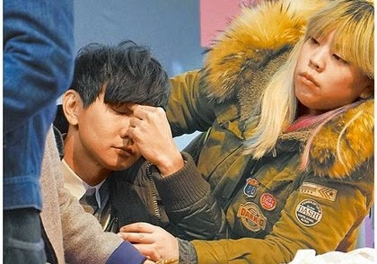 JJ Lin gets punched at his autograph session