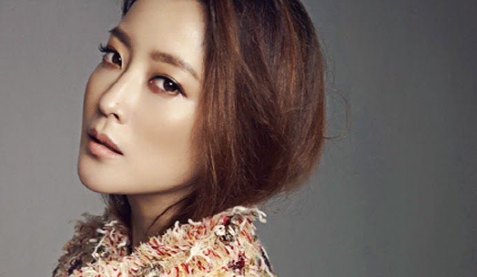 Kim Hee-sun urges media to give Jackie Chan privacy
