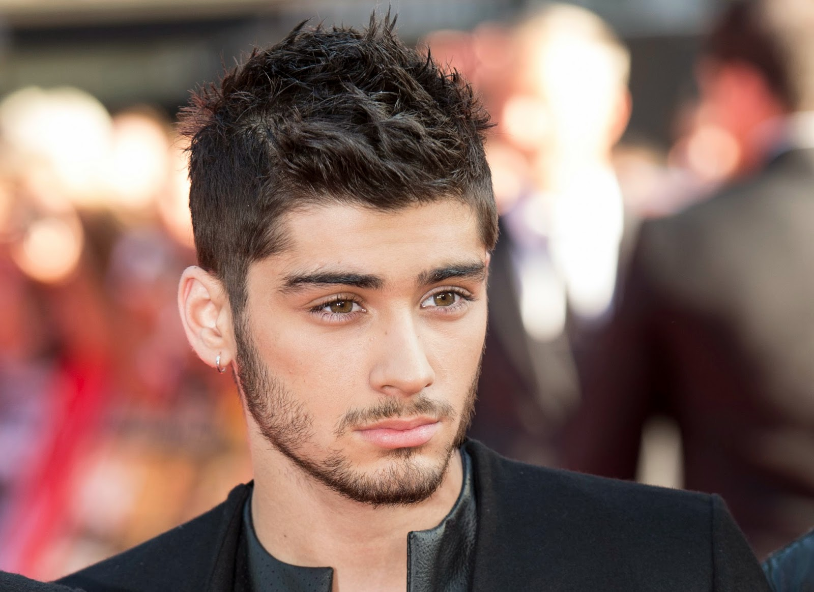 Zayn Malik leaves One Direction tour due to stress