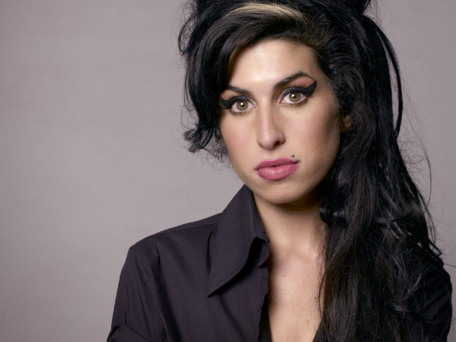 """Winehouse family criticises """"Amy"""" for false information"""