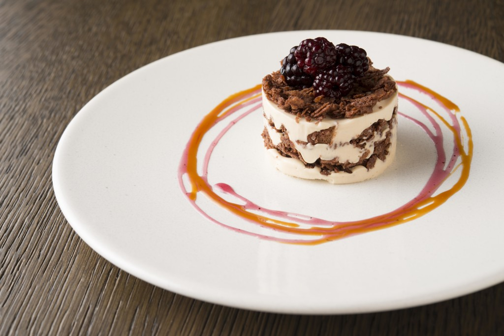 Coffee and white chocolate parfait with poached blackberries 1024x683 1