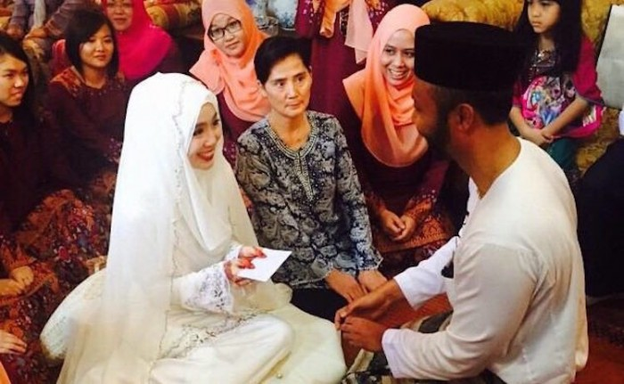 Rara a.k.a. Felixia Yeap gets hitched in a simple ceremony