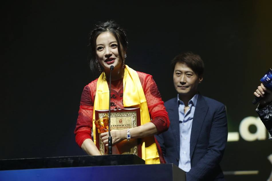 Zhao Wei wins Huading's Best Actress