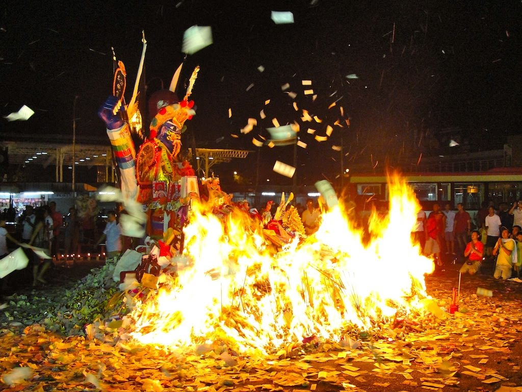 Hungry Ghost Festival Burning of the King of Hell1