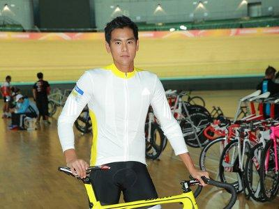 Eddie Peng falls in love with cycling