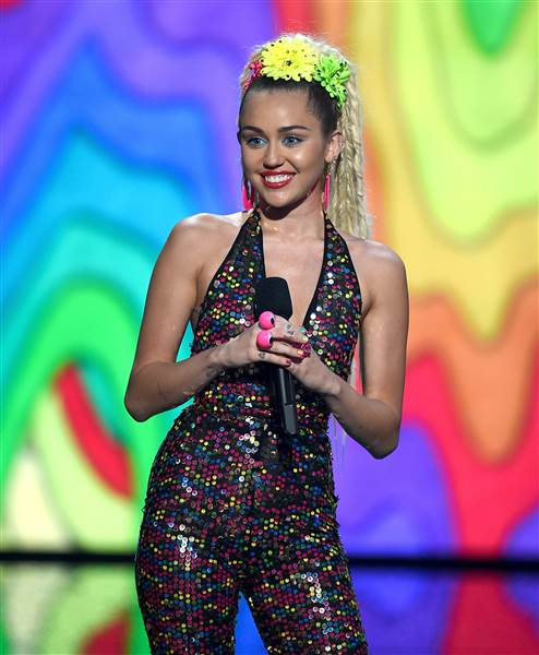 vma miley cyrus host 150830 01 538f4b2266959aad285a976fe93c077b.today inline large