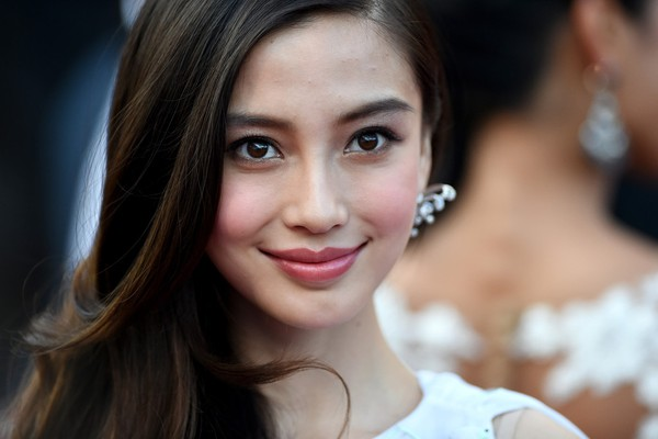 Angelababy does assessment to deny plastic surgery