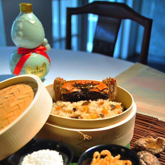 min jiang steamed hairy crabs with glutinuous rice