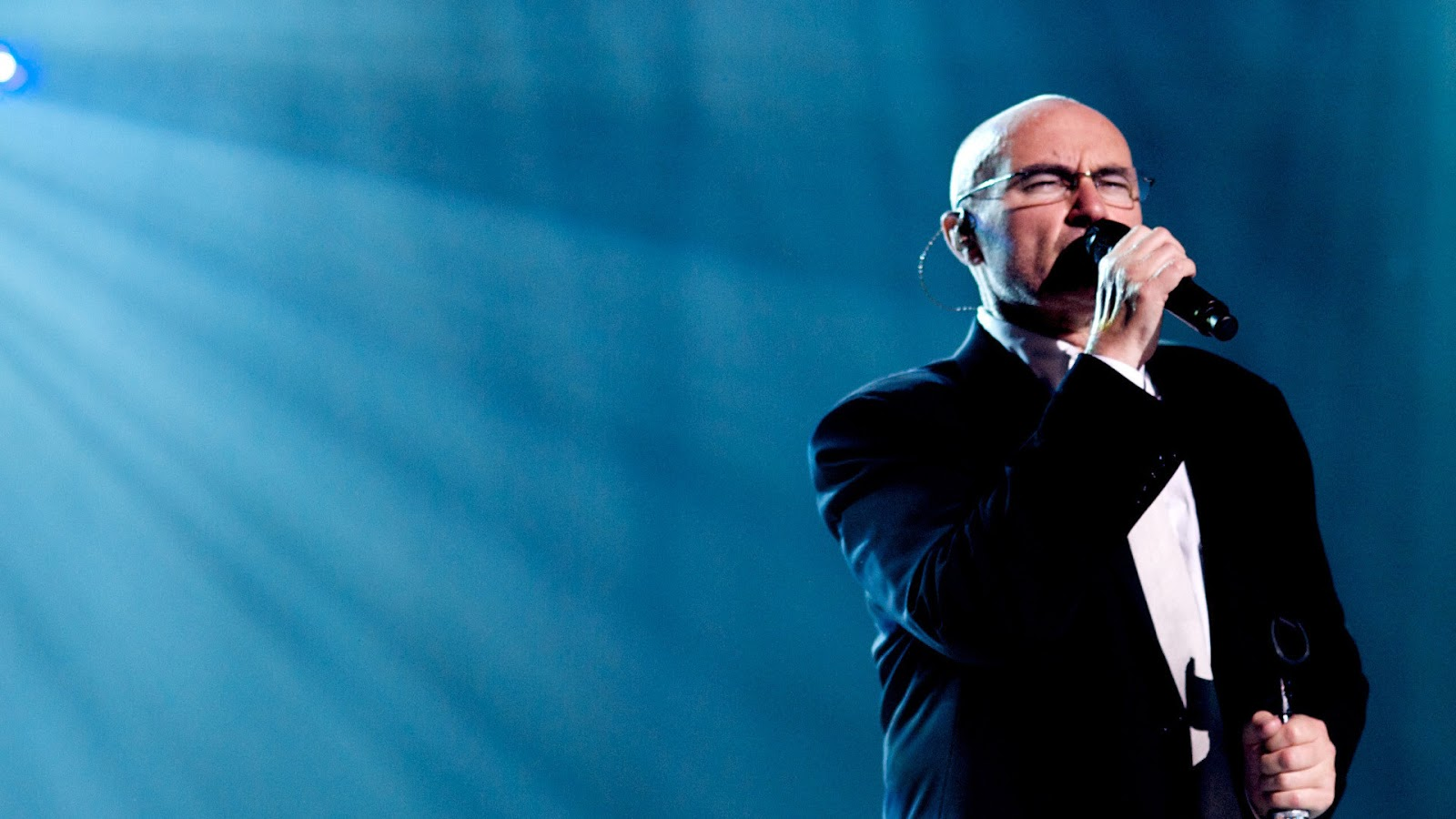 """[Exclusive] Listen to Phil Collins sing """"In the Air Tonight"""" LIVE"""
