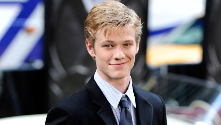 """""""X-Men"""" star Lucas Till is the new MacGyver in rebooted TV series!"""