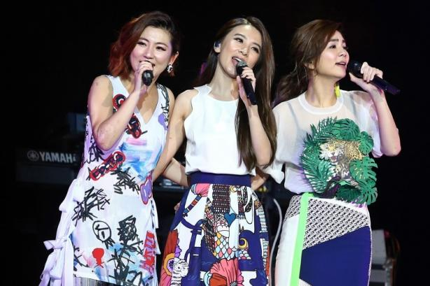 S.H.E.'s Hebe and Ella will support Selina