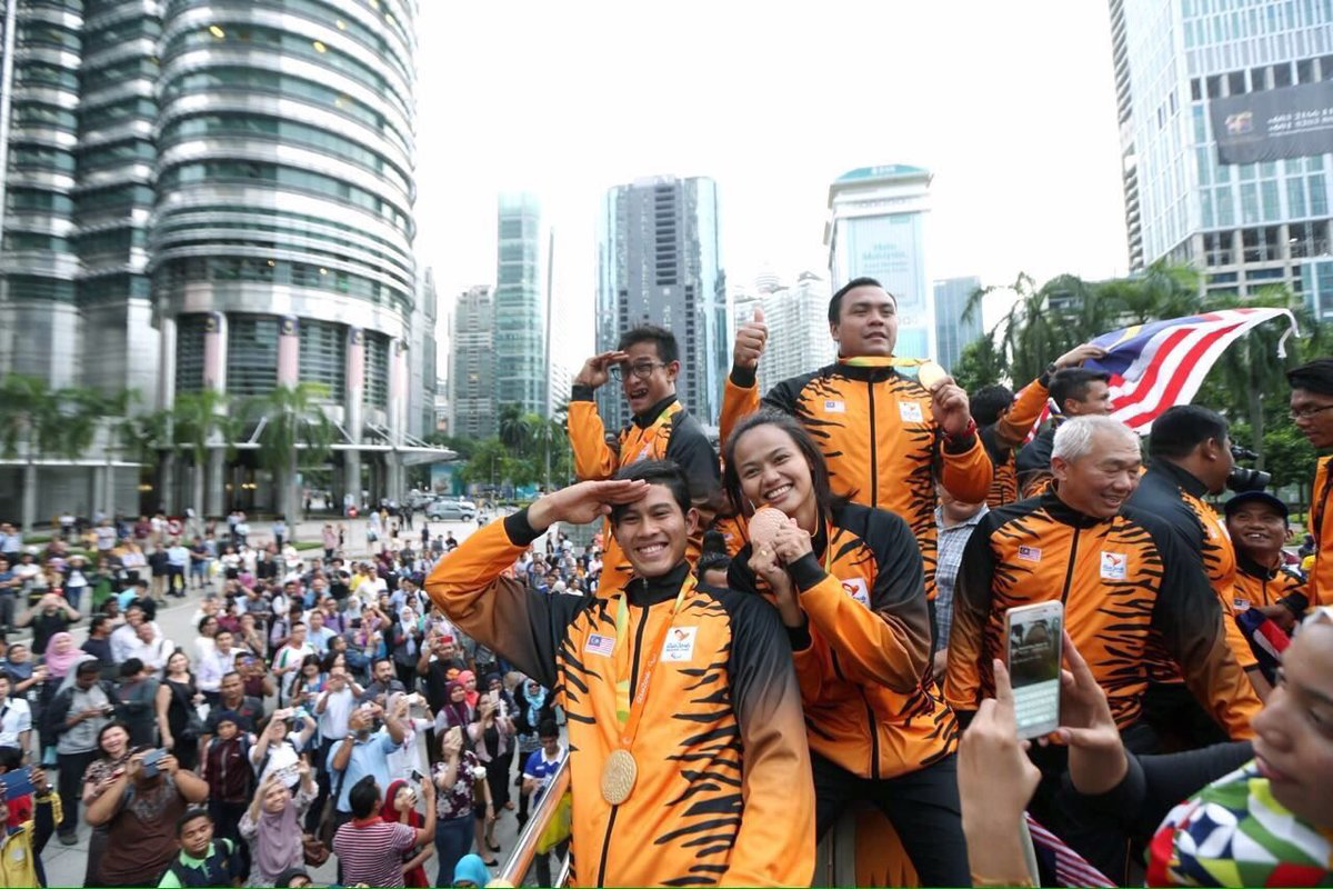 Heroic welcome for Malaysian Paralympians