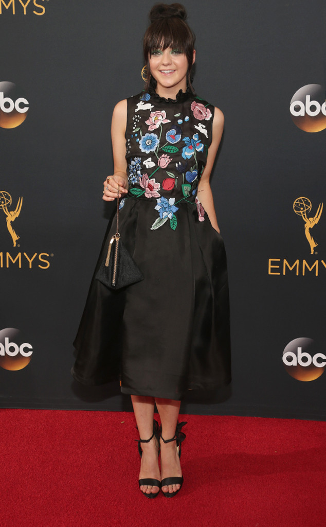 rs 634x1024 160918170636 634 emmy awards arrivals maisie williams