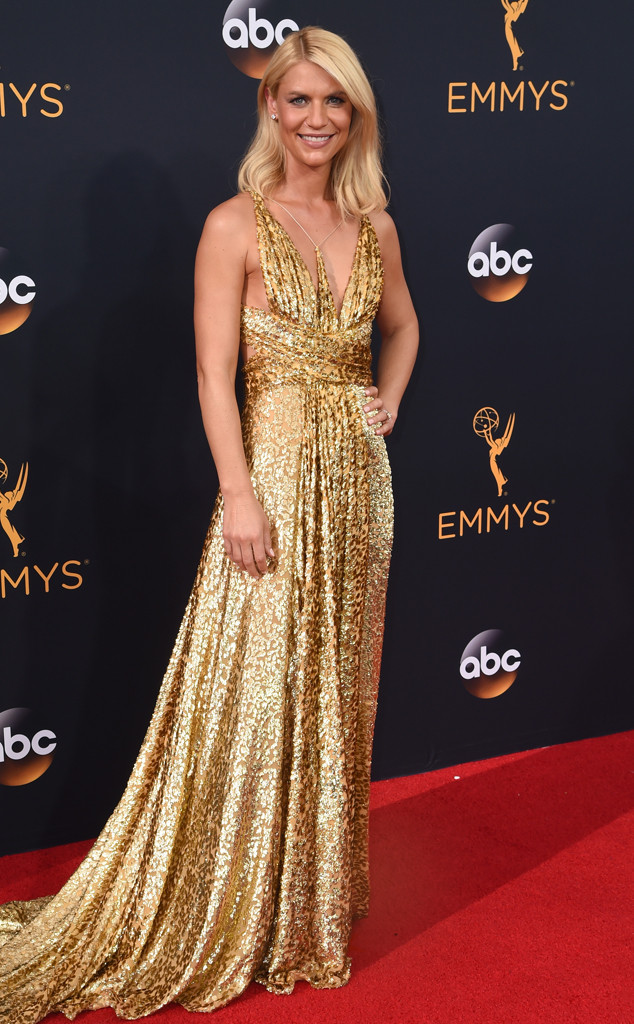 rs 634x1024 160918175643 634 emmy awards arrivalsclaire danes