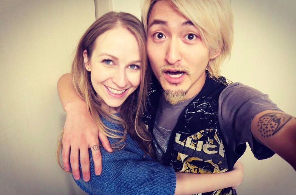 Avril Lavigne's sister is married to ONE OK ROCK's bassist