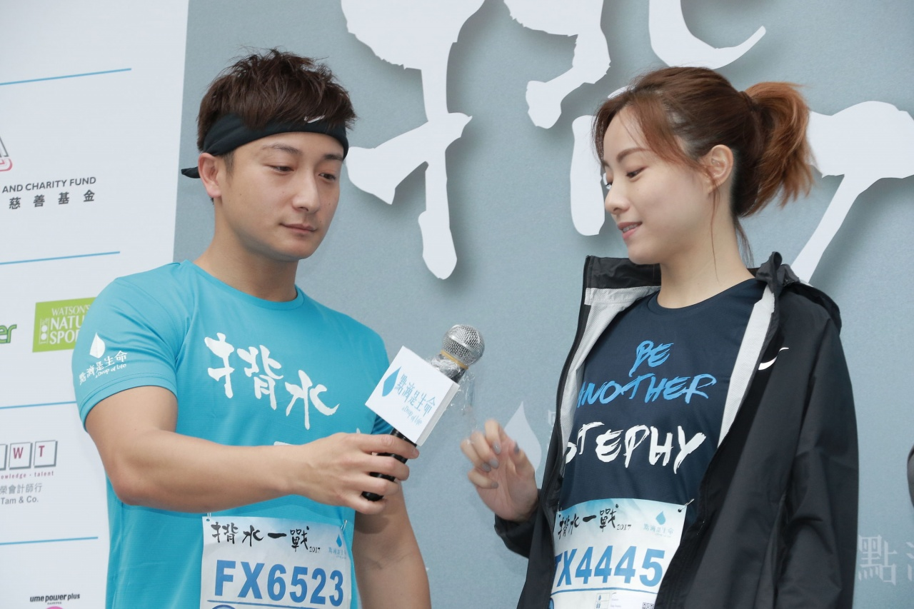 Alex Fong and Stephy Tang appear awkward with each other