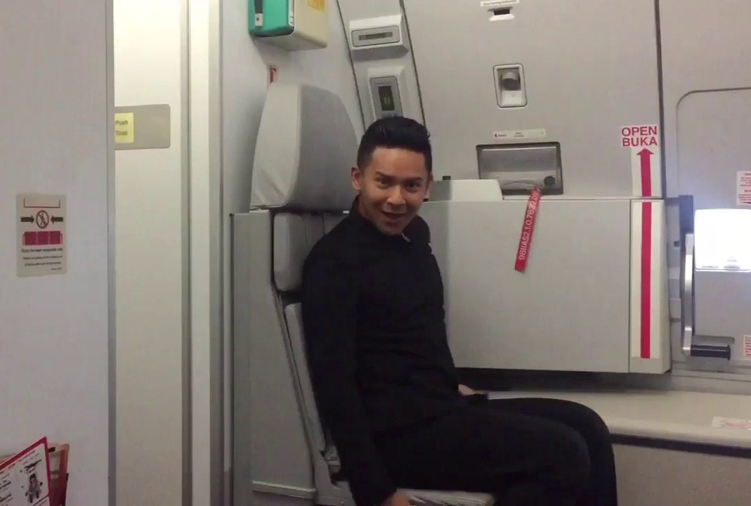 """AirAsia staff dancing to Britney Spears' """"Toxic"""" goes viral"""
