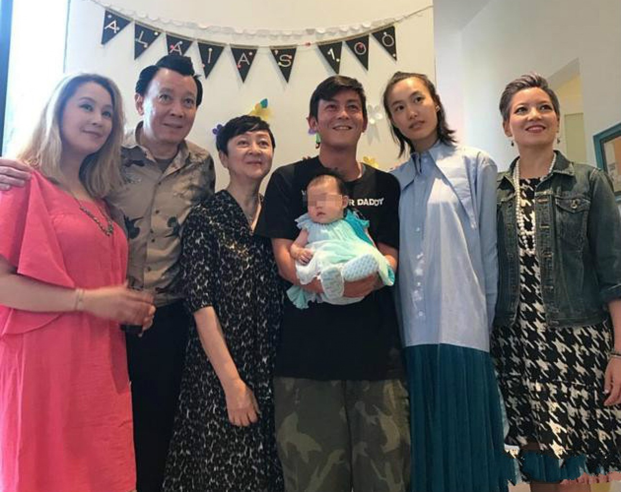 Photo of Edison Chen's baby goes viral
