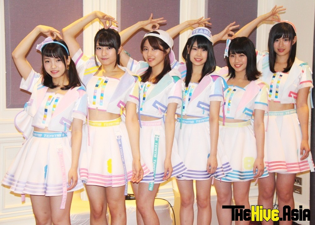 AKB48 performs with sister group BNK48 for the first time ever!