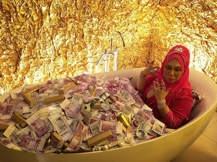 Images from Dato Seri Vida new music video has got the internet riled up