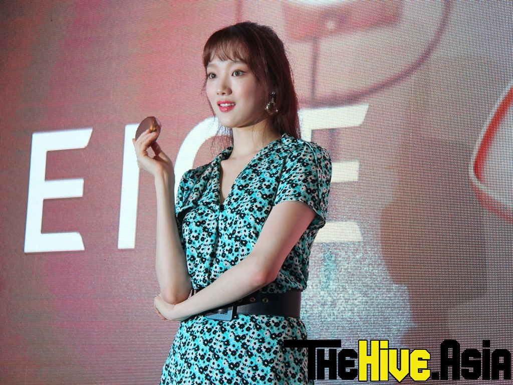 """""""Weightlifting Fairy"""" Lee Sung-kyung shares beauty secrets with Malaysian fans"""