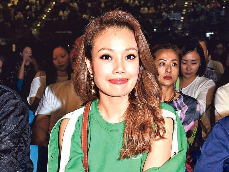 Joey Yung shows support at Wilfred Lau's concert