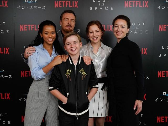 "Netflix's ""Lost in Space"" cast delivers a solid family sci-fi show"
