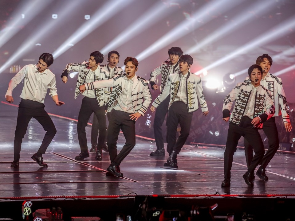 """EXO shows off their """"Power"""" at sold-out concert in Malaysia"""