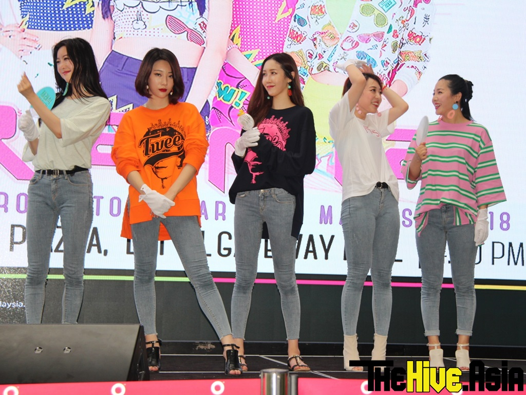 """Rania makes fans """"feel good"""" at first Malaysian tour"""