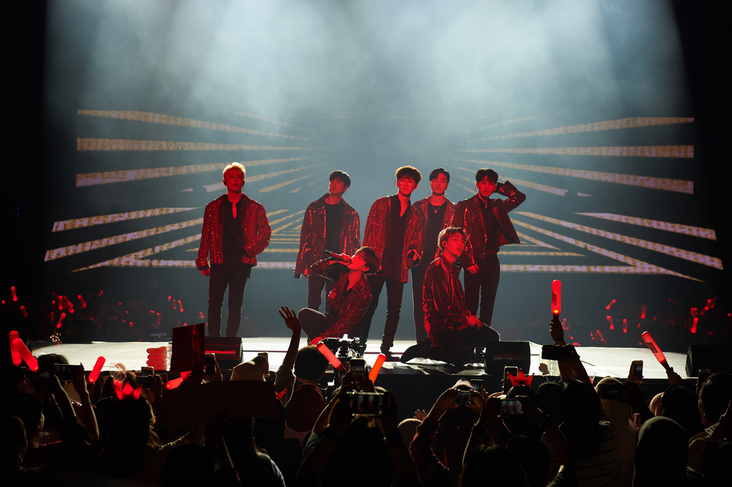 """iKON 'paints the stadium red' with their """"2018 Continue Tour in KL"""""""
