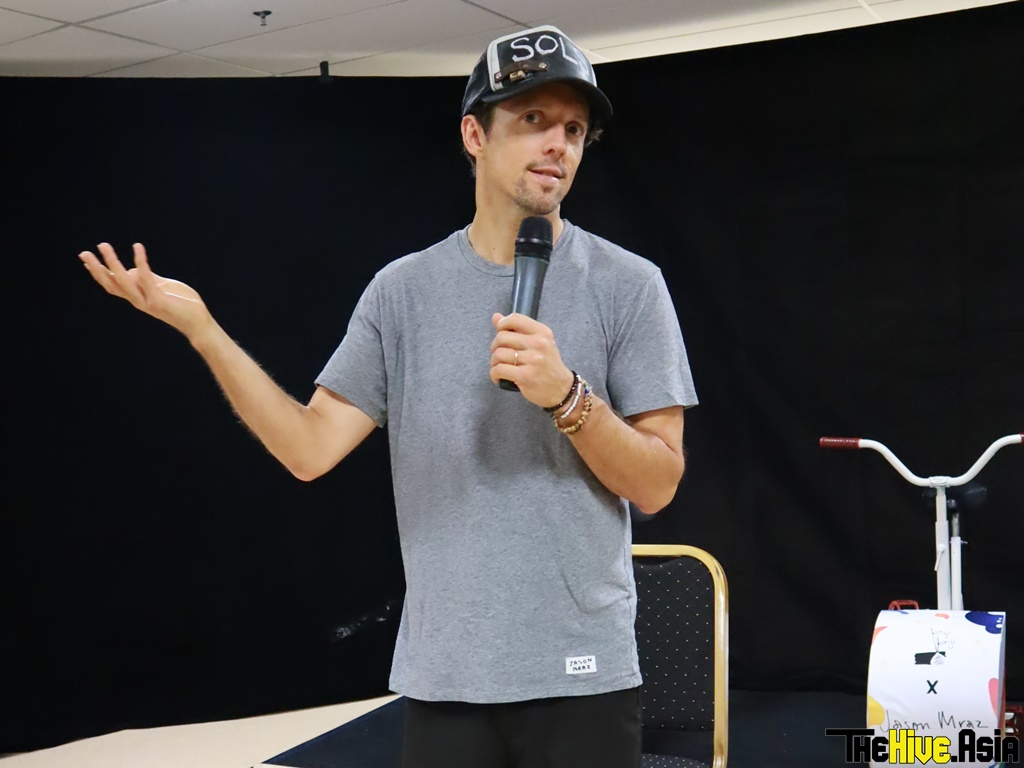 Jason Mraz gets Malaysian fans to sing like a vacuum cleaner