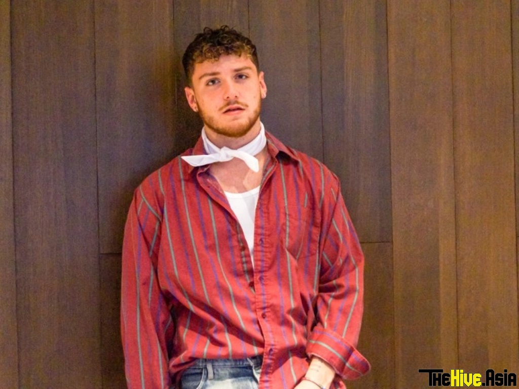 """Interview: Bazzi almost sold off """"Alone"""" (but in the end kept it as his debut single!)"""