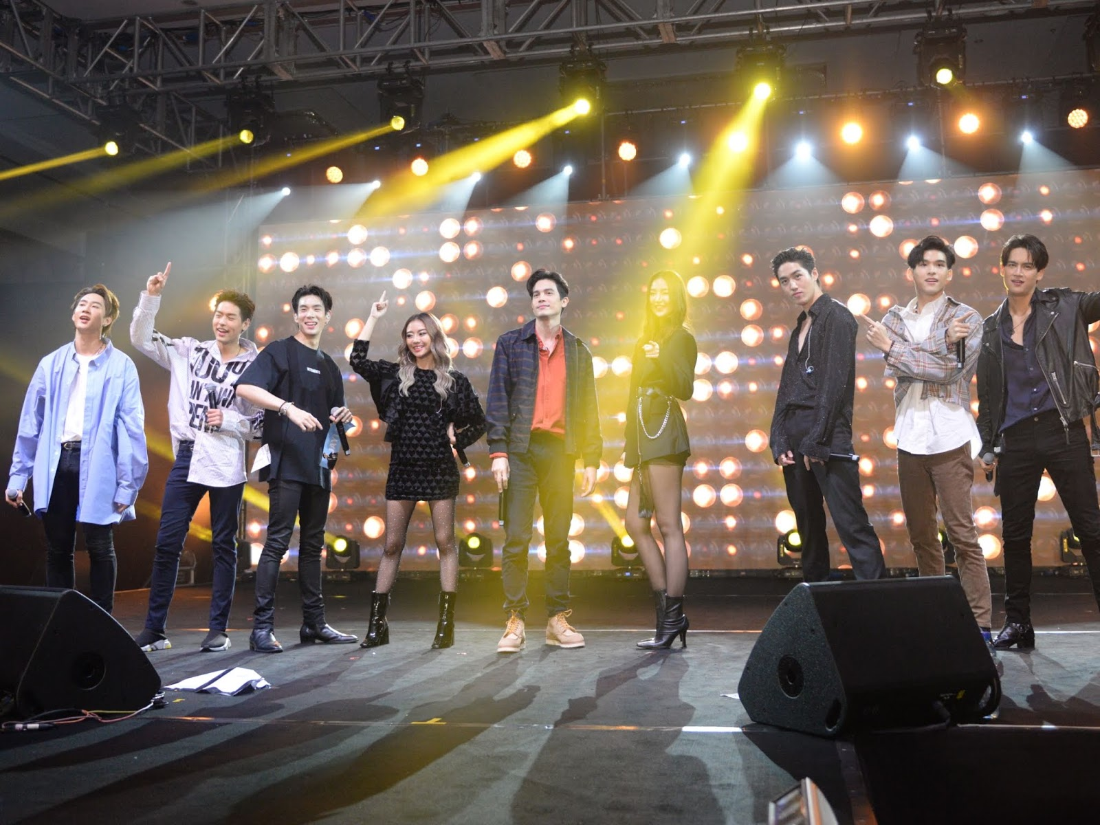 Sunny, Tor, Pearwah and more perform together in KL for the first time