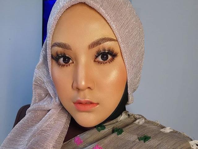 """Shila Amzah shares her moving cover of Fauziah Latiff's """"Enggan"""""""