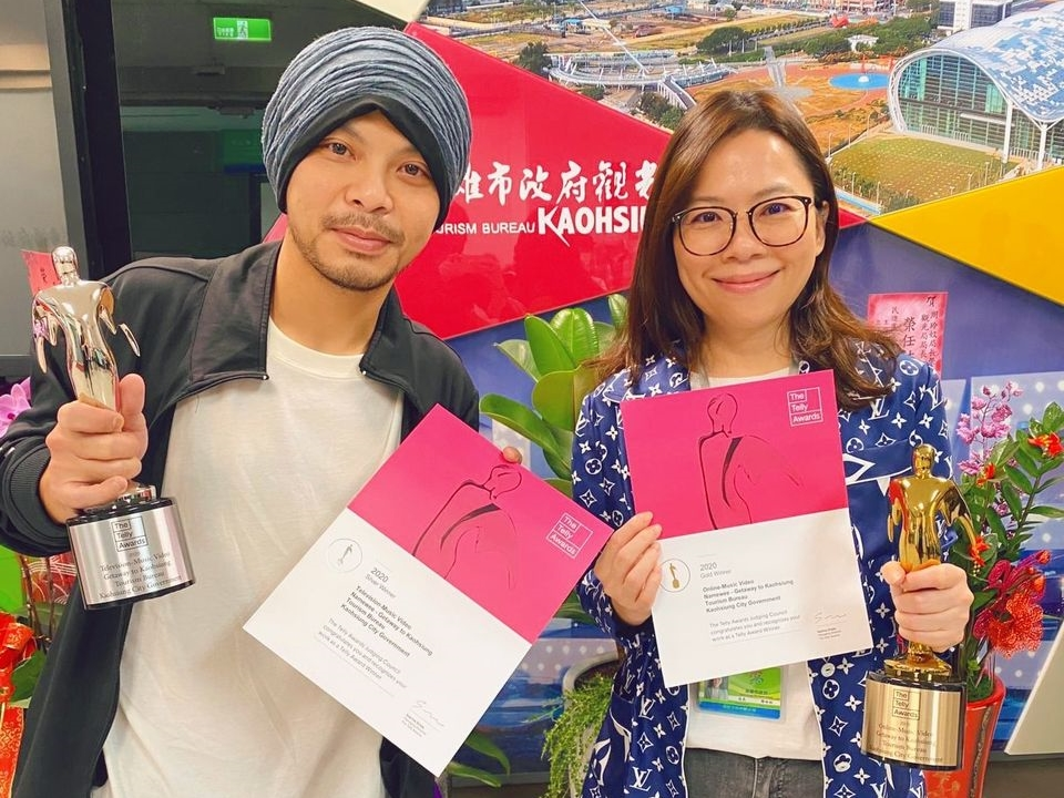 Namewee personally delivers Telly Awards trophies to Kaohsiung tourism bureau