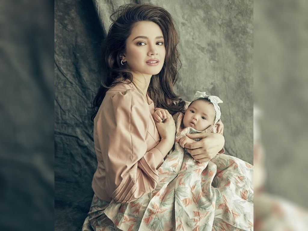 Fazura and Fattah Amin reveal baby's face for the first time