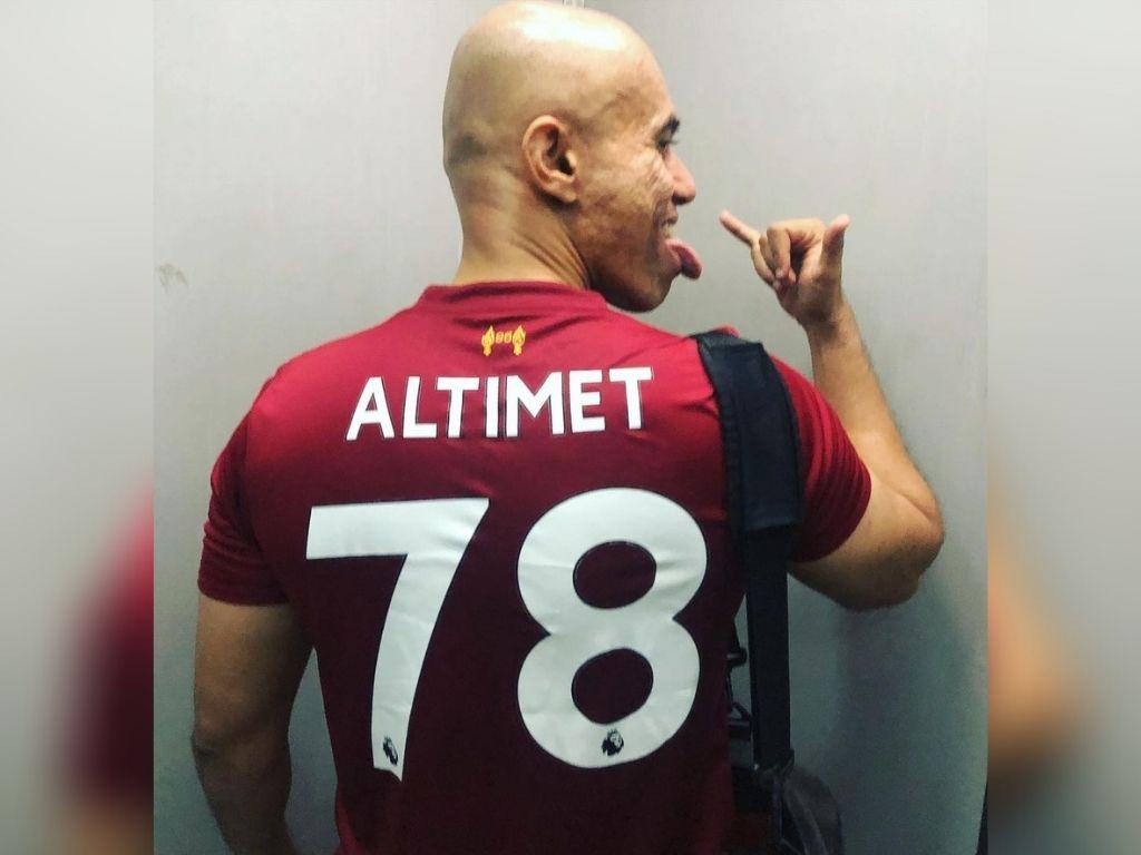 Altimet donates van to be transformed into ambulance
