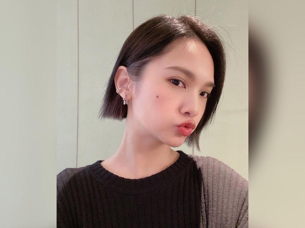 Rainie Yang: Hello, I take a bath every day
