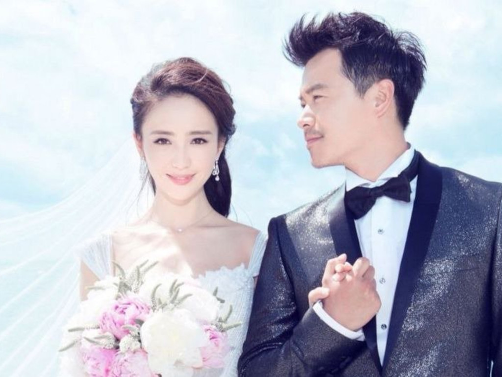 Tong Liya announces divorce on Chinese lovers day