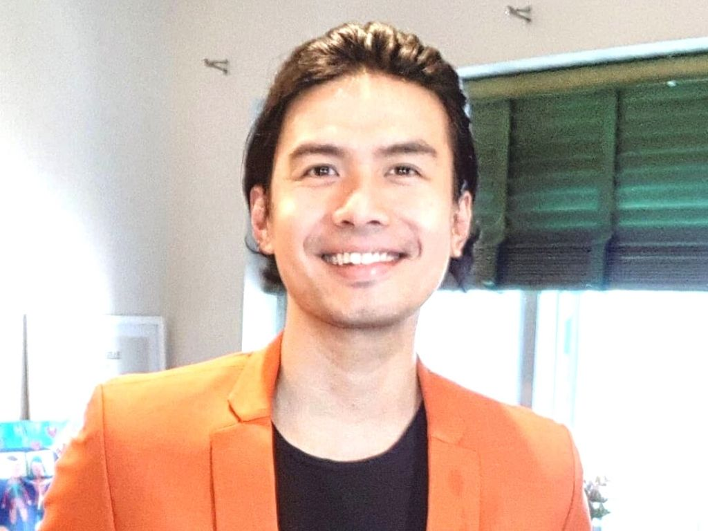 Christian Bautista renews contract with GMA