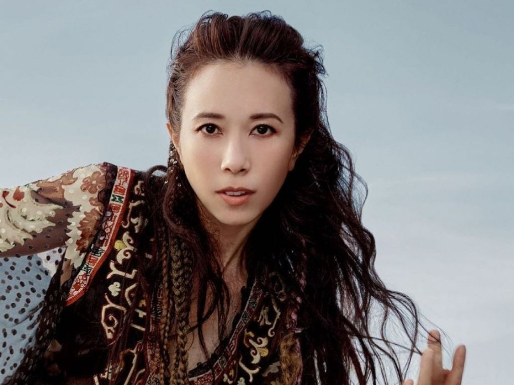 Karen Mok admits negligence in outfit controversy