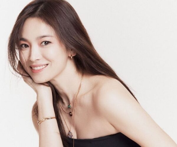 """Song Hye-Kyo to reunite with """"Descendants"""" director"""