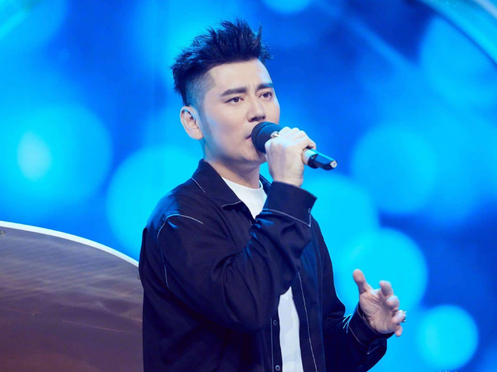"""""""Day Day Up"""" host Qian Feng accused of rape"""